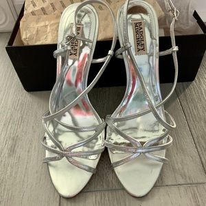 New Badgley Mischka Silver sandals, size 10